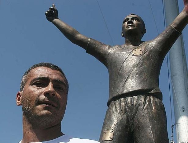 Estatua do Romário