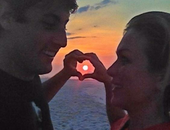 """27.dez.2012 - A atriz Ludmila Dayer publicou uma foto de seu encontro com Bruno de Luca. """"Amor que transborda! Irmão de alma, @brunodeluca muito amor"""", escreveu ela no Instagram. O ator retribuiu o carinho, dizendo que foi um """"dia inesquecível"""""""