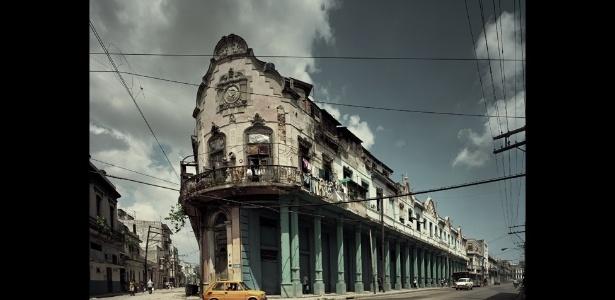 Coloridos e danificados, arquiteturas antigas de Havana, Cuba, são registrados em fotografias - Michael Eastman/BBC