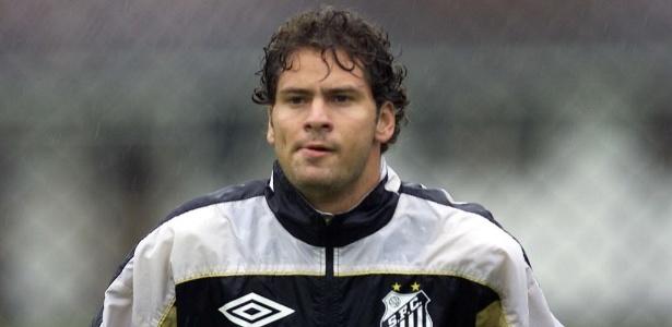 Julio Sérgio nos tempos de Santos: do gol para a casamata dos técnicos no Paraná