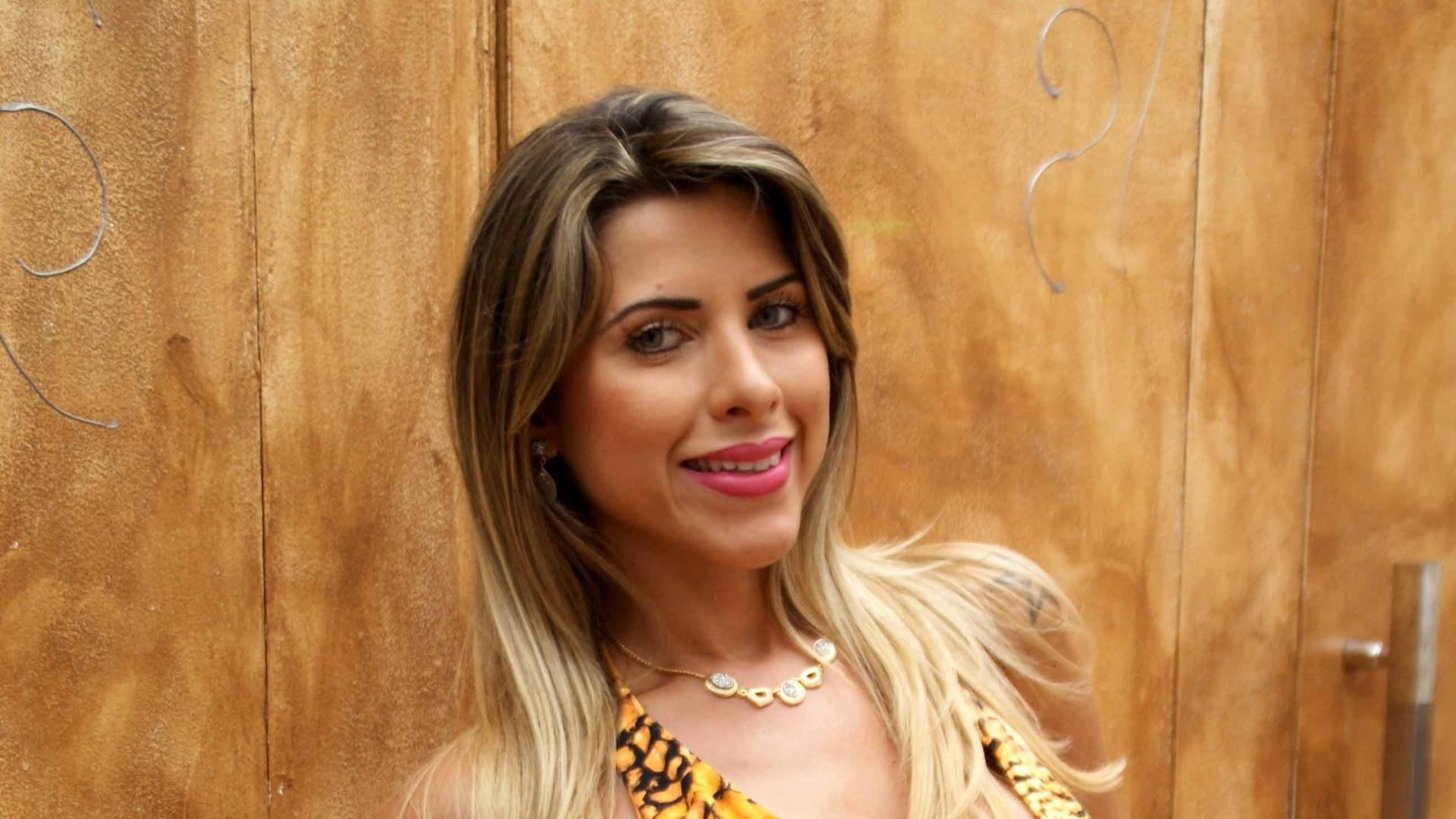 28.dez.2012 - Ana Paula Minerato, panicat e musa do Corinthians, fez um ensaio vestindo looks para a festa de réveillon