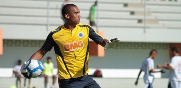 Goleiro Douglas Pires deixou o Cruzeiro e acertou com o Bahia até dezembro de 2013