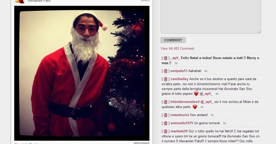 Na internet, Alexandre Pato ignorou a negociação que deve levá-lo ao Corinthians, mas registrou sua passagem por Pato Branco, sua cidade natal, quando até se vestiu de Papai Noel