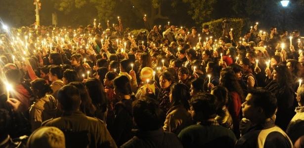 Protesto pacífico em Nova Déli, na Índia, contra a violência sexual, após a morte de estudante vítima de estupro coletivo