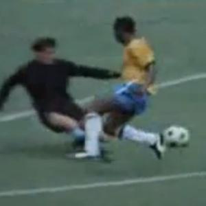 Dois lances de Pelé diante do goleiro uruguaio entraram para a história do futebol - Reprodução
