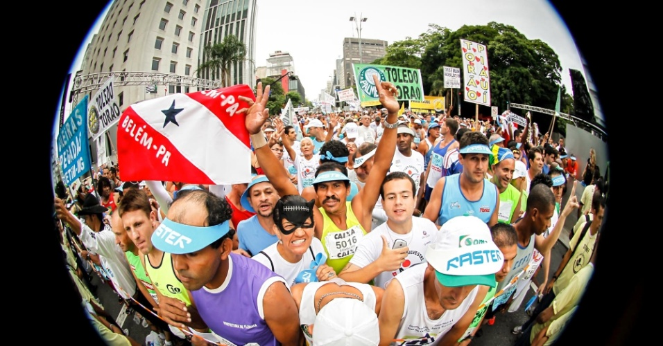 Atletas amadores já lotam al inha de largada da São Silvestre 2012 na avenida Paulista