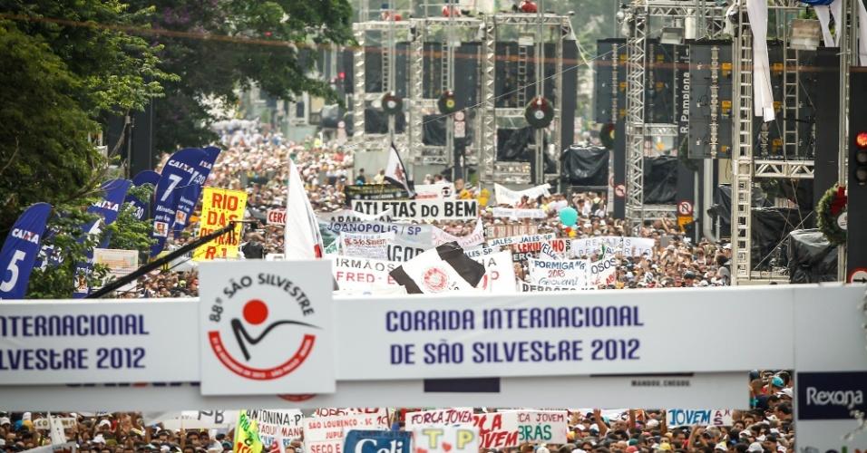 31.dez.2012 - Imagem do alto mostra o começo da São Silvestree 2012