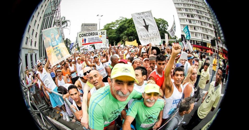 Muita animação por parte dos atletas amadores antes da largada da São Silvestre 2012