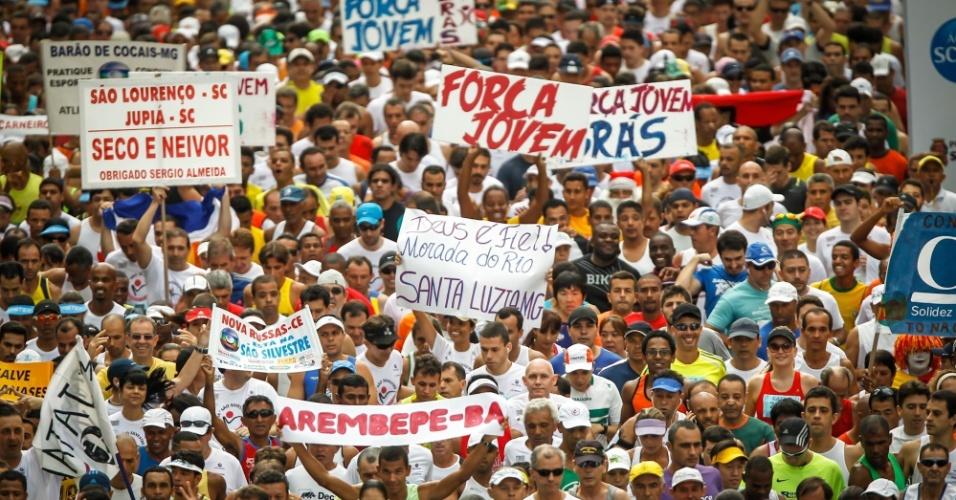 31.dez.2012 - Multidão se aglomera no começo da São Silvestre 2012; foram 25 mil participantes segundo a organização, mesma marca de 2011