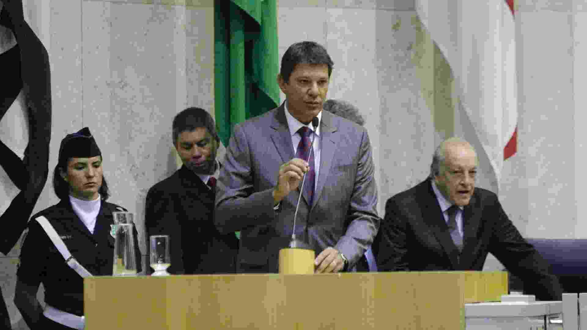 1º.jan.2013 - O prefeito eleito de São Paulo, Fernando Haddad (PT), toma posse na Câmara Municipal - Gabriela Biló/Futura Press