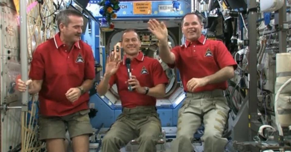 1.jan.2013 - Astronautas enviam vídeo com mensagem de feliz Ano Novo direto da Estação Espacial Internacional (ISS, na sigla em inglês)