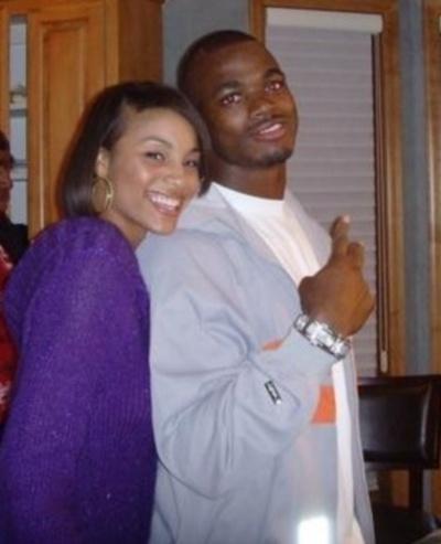 Adrian Peterson, jogador do Minnesota Vikings, ao lado da namorada Ashley Brown