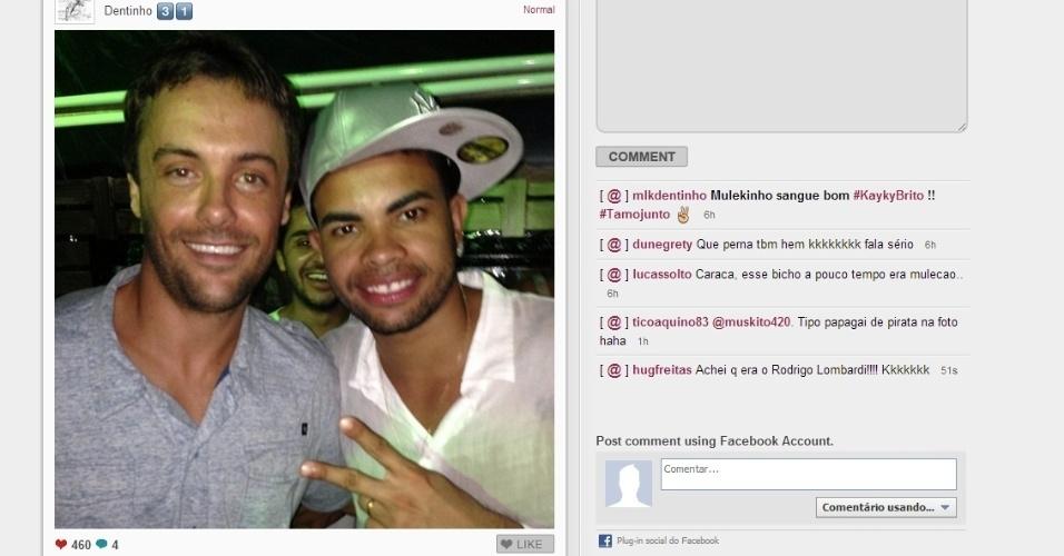 Dentinho (d) tirou foto em festa de ano novo com o ator Kayky Brito e divulgou o encontro no Instagram