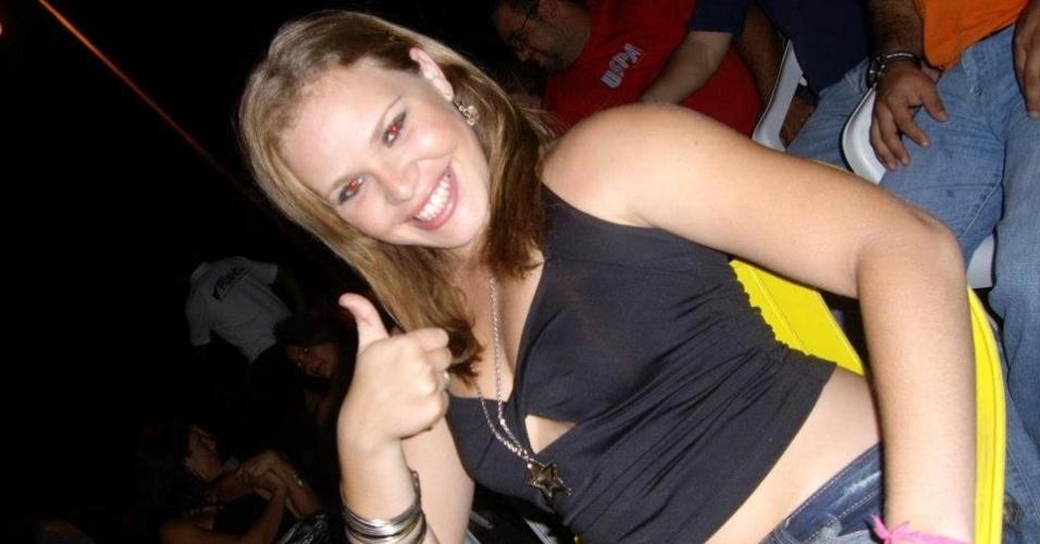 2012 - Ex-BBB Paulinha se diverte com os amigos