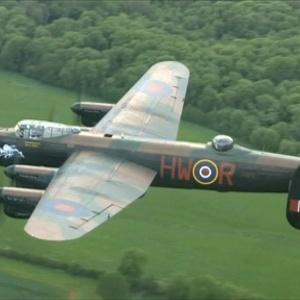 Antigo bombardeiro Lancaster, em excelentes condições, está prestes a voar novamente