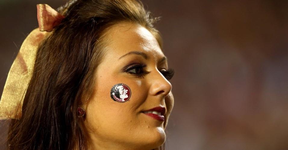 01.jan.2013 - Cheerleader do Florida State Seminoles, de futebol americano universitário, sorri durante partida da equipe