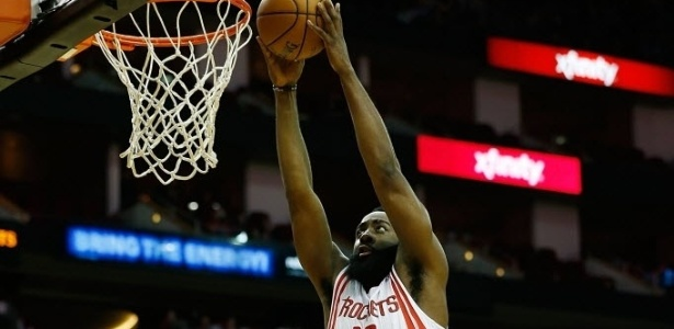 02.jan.2013 - O barbudo James Harden carava no triunfo dos Rockets sobre o New Orleans Hornets