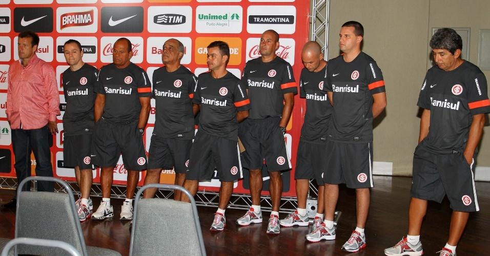 03.jan.2013-Sérios, Dunga e comissão técnica se apresentam no centro de eventos do complexo Beira-Rio para o início de temporada