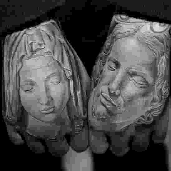 """A mostra """"Skin and Ink"""" (Pele e Tinta), do Craft and Folk Art Museum de Los Angeles, conta como a Califórnia teve um papel importante no renascimento da tatuagem na cultura ocidental modern - Divulgação/Craft and Folk Art Museum"""