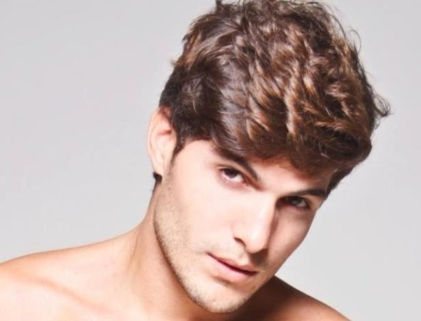 André trabalha como modelo, com diversas campanhas publicitárias no currículo