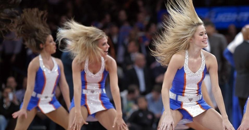 03.jan.2013 - Cheerleaders do New York Knicks dançam em intervalo da vitória do time contra os Spurs