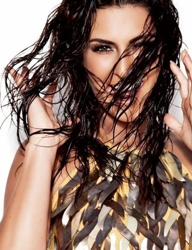 "04.jan.2013 - A atriz Fernanda Paes Leme, que vive Márcia, na novela ""Salve Jorge"", é a capa de janeiro da revista Corpo a Corpo"
