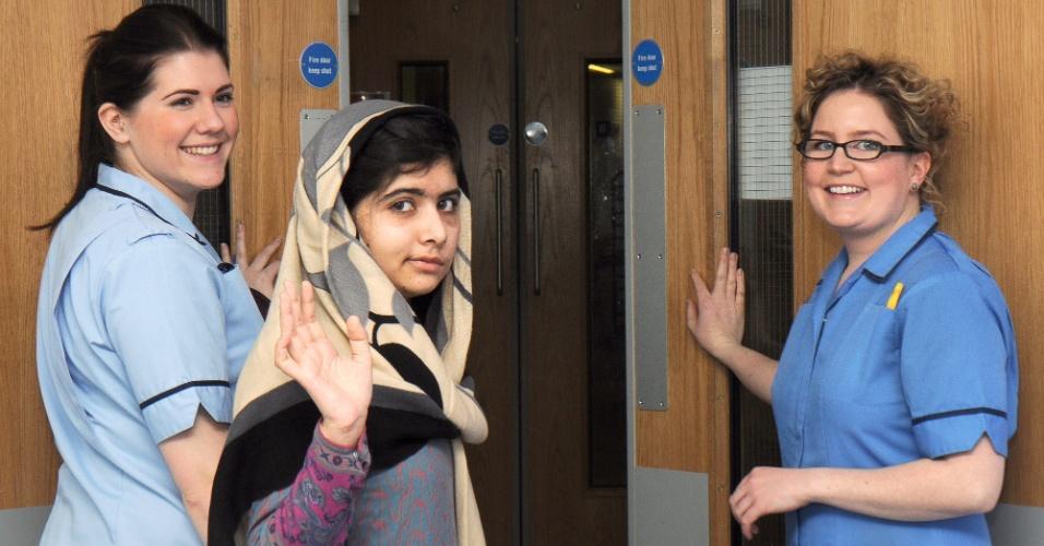 4.jan.2013 - Malala Yousufzai, a jovem militante paquistanesa pelo direito à educação que sobreviveu a um ataque dos talebans, recebeu alta do hospital Rainha Elizabeth, onde estava sendo tratada, em Birmingham, na Inglaterra