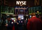 Índices dos EUA caem com desânimo com balanços e tensões comerciais