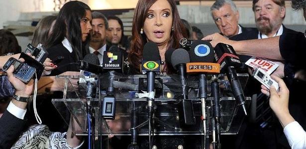 A presidente da Argentina Cristina Kirchner fala à imprensa durante a Cúpula do Mercosul em Brasília. O cenário econômico argentino está em rápida deterioração