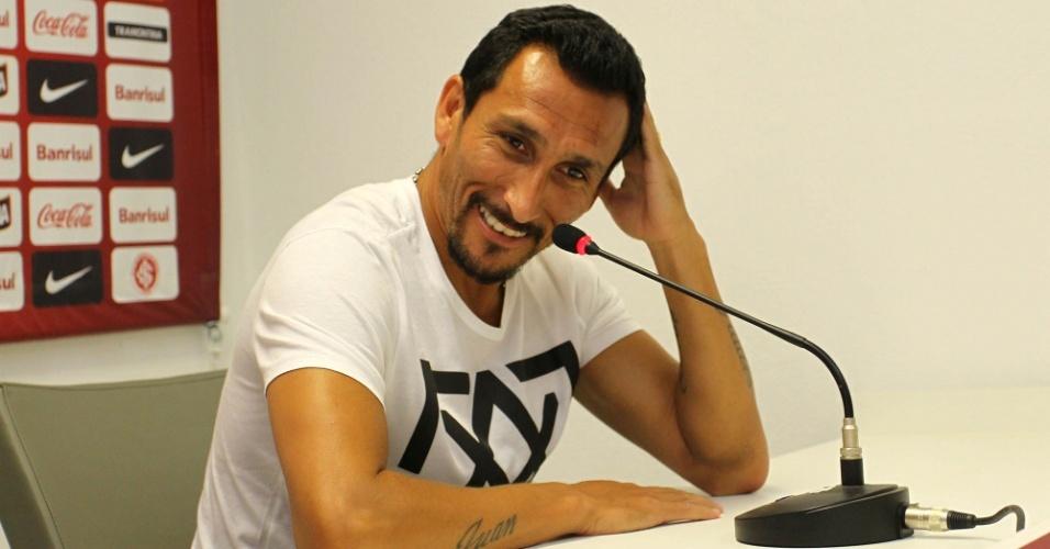 05.jan.2013- Guiñazu se emociona em despedida do Internacional. O volante argentino retornará ao  Libertad, do Paraguai
