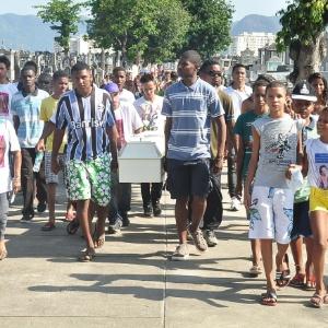 O corpo de Adrielly foi enterrado no cemitério de Inhaúma, bairro da zona norte do Rio, no último dia 5 - Saulo Cunha/Futura Press