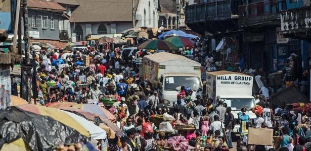 Serra Leoa é um dos países mais pobres do mundo, com 70% da população abaixo do nível de pobreza.