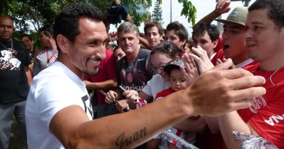 Guiñazu abraça torcedores do Inter em sua despedida do clube (05/01/13)