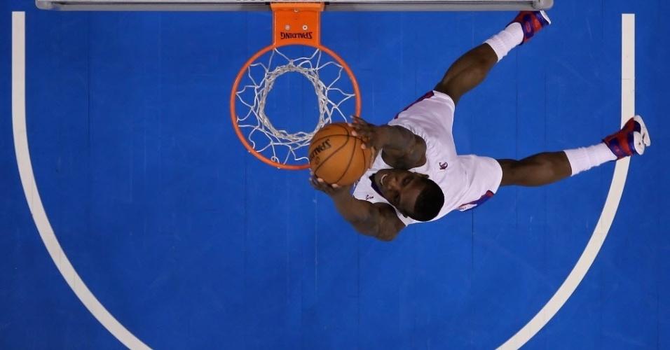 05.jan.2013 - Eric Bledsoe crava em vitória dos Clippers sobre os Warriors