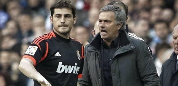 Mourinho e Casillas em jogo do Real Madrid, em 2013 - Emilio Naranjo/EFE
