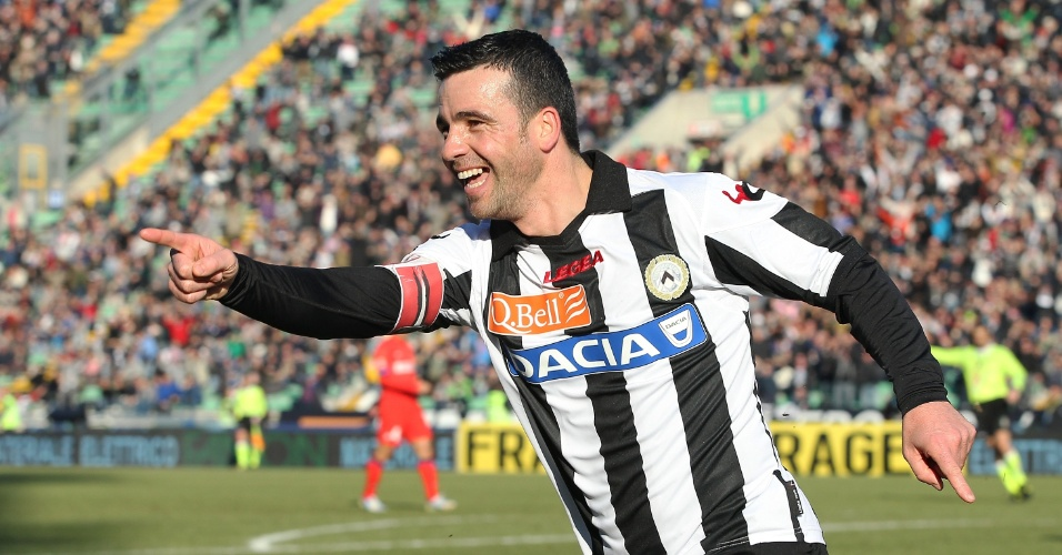 06.jan.2013 - Atacante italiano Di Natale comemora um dos seus dois gols na vitória da Udinese sobre a Inter de Milão pelo Campeonato Italiano