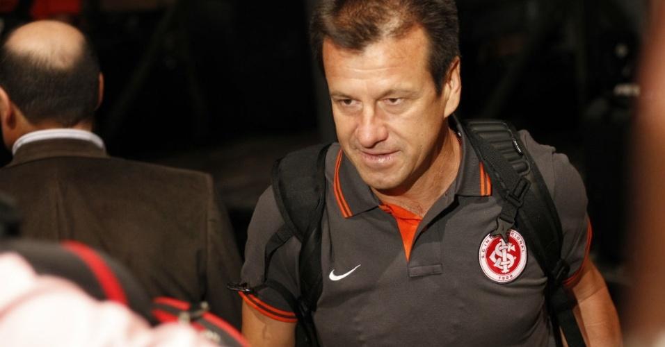Dunga chega em Gramado para pré-temporada do Internacional (06/01/13)