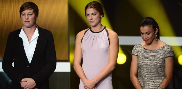 A meia-atacante Marta (dir) voltou a perder o prêmio de melhor jogadora do mundo - OLIVIER MORIN/AFP