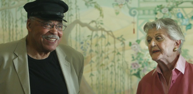 "James Earl Jones e Angela Lansbury divulgam a peça ""Conduzindo Miss Daisy"", em Sydney -  Marianna Massey/Getty Images"