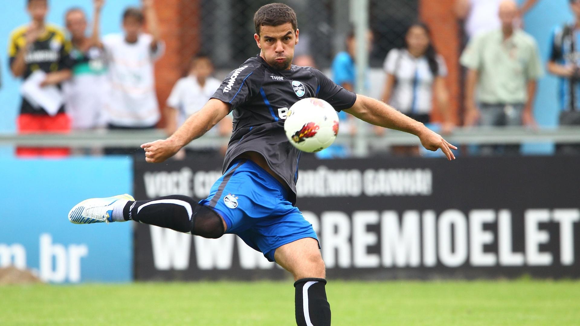 André Lima foi um dos destaques do treinamento de arremates do Grêmio (07/01/2013)