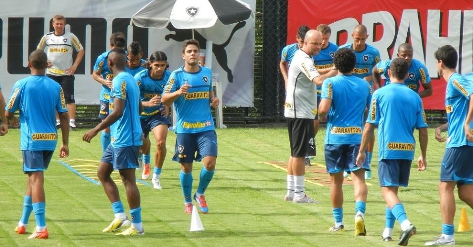 Atacante Henrique é mais um reforço do Botafogo para a temporada