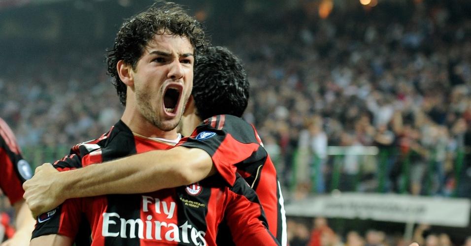 2.abr.2011 - Alexandre Pato comemora ao marcar um gol para o Milan no clássico contra a Inter de Milão pelo Campeonato Italiano