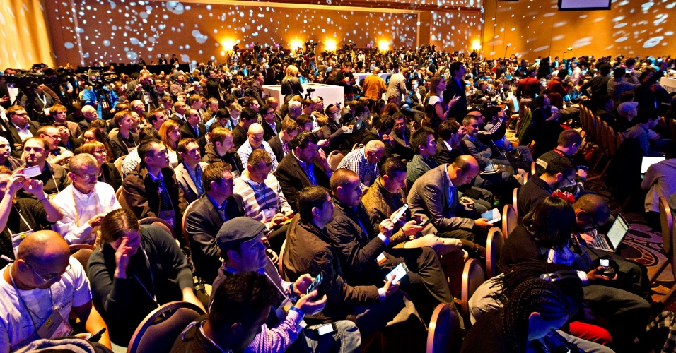 8.jan.2013 - Evento da Samsung na segunda-feira (7), prévio à abertura da feira de tecnologia CES 2013, reuniu centenas de jornalistas no hotel Mandalay Bay, em Las Vegas, EUA