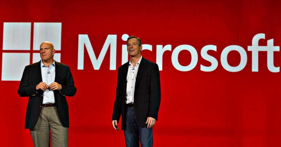 8.jan.2013 - Grande surpresa da noite, Steve Ballmer subiu ao palco da cerimônia de abertura feita pela Qualcomm para falar de dispositivos que levam Windows 8 e processadores Snapdragon. Pela primeira vez em 13 anos, a Microsoft não fez a abertura oficial do evento, que ficou a cargo do diretor-executivo Paul Jacobs, da Qualcomm