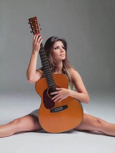 "8.jan.2013 - Paula Fernandes posa para a revista ""Brasileiros"""