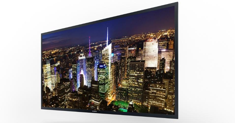 8.jan.2013 - Sony apresentou na segunda-feira (7) sua TV Oled de 56 polegadas e tecnologia 4k (de ultradefinição, com 3.840 pixels x 2.160 pixels), exibida na imagem acima. Preço e data de lançamento ainda não foram anunciados.  Outros dois modelos de aparelhos 4K, com 55 polegadas (XBR-55X900A) e 65 polegadas (XBR-65X900A) serão lançados pela empresa no Brasil ainda em 2013 - a companhia não divulga valores, mas fala que ''reúnem altíssima resolução e preços mais acessíveis ao consumidor''