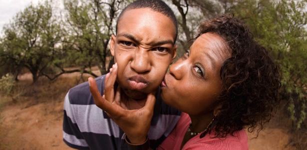 Tratando o filho como um bebê, os pais podem estar colaborando para que ele se afaste - Thinkstock