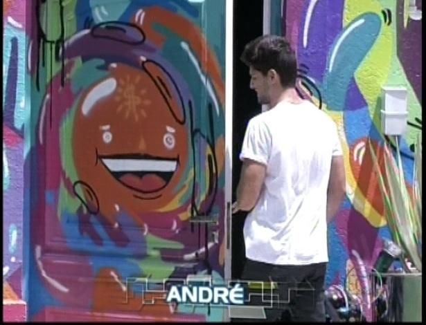 André chega à casa do BBB13