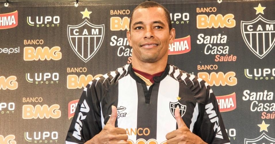 Gilberto Silva é apresentado oficialmente pelo Atlético-MG na Cidade do Galo (8/1/2013)