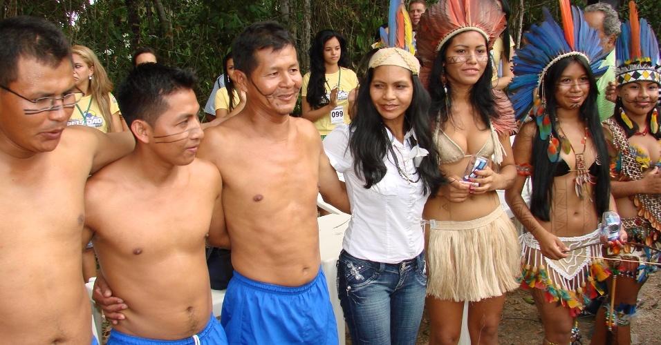Jogadores da categoria indígena se confraternizam antes de partida do Peladão Verde